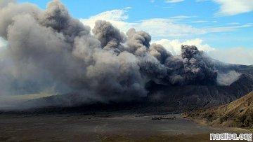 Вулкан Бромо вновь активизировался в Индонезии