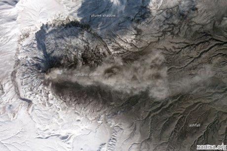 Над камчатским вулканом Карымский лучше не летать