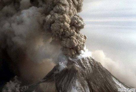 Вулкан Шивелуч на Камчатке выбросил столб газа с пеплом на высоту до 9 км