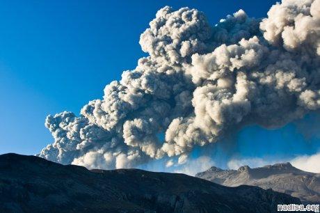 Вулкан Шивелуч на Камчатке вновь выбрасывает пепел