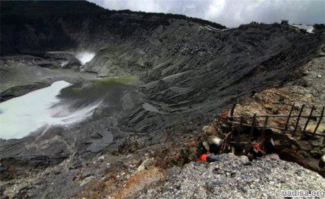 На индонезийской горе Тангкубан произошло извержение