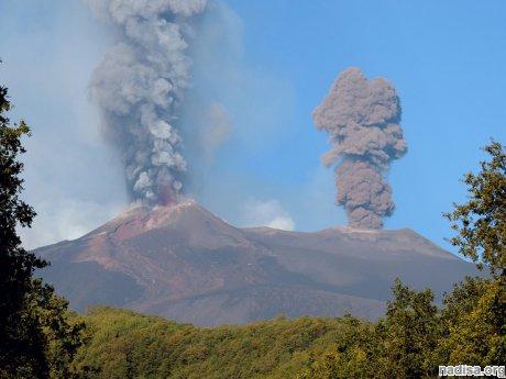 Октябрьское извержение вулкана Этна: уникальные кадры