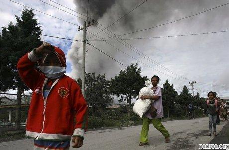 Число эвакуированных в связи с извержением Синабунга приближается к 18 тысячам