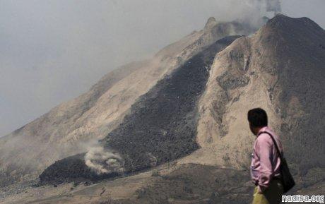 Фотообзор: Извержение вулканов Синабунг и Келуд в Индонезии
