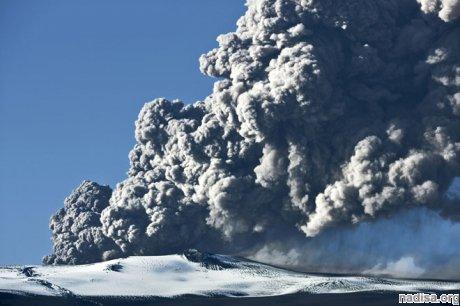 Карымский дважды за сутки выбросил в воздух вулканический пепел