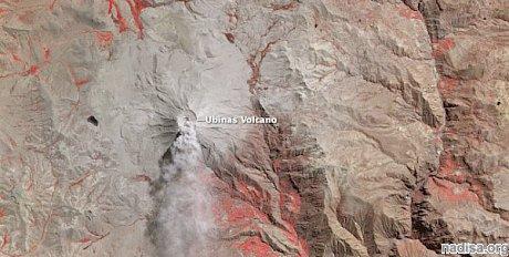 На вулкане Убинас продолжаются выброс пепла и извержения