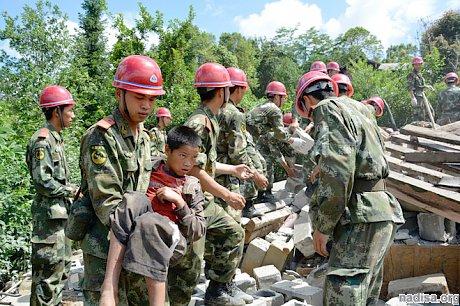 От землетрясения в Китае пострадали почти 180 тысяч человек