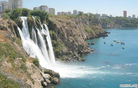 Из-за сильного землетрясения в Греции пострадали 278 человек