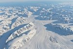 Parallel flights in the Arctic and Antarctic collect data on the land and sea ice status