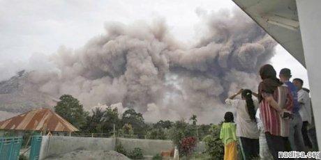Вулкан Синабунг обрушил пирокластические потоки