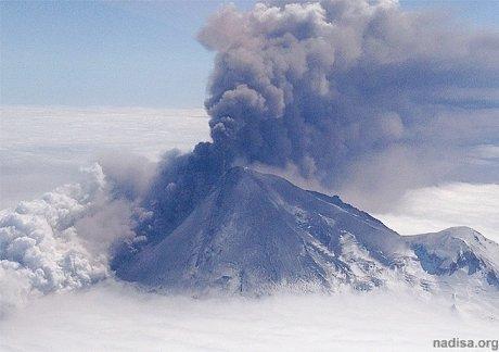 На Аляске «просыпается» вулкан Павлова
