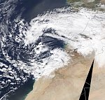 First snow in 50 years hits southern Morocco, exceptional snowfall paralyzes the country