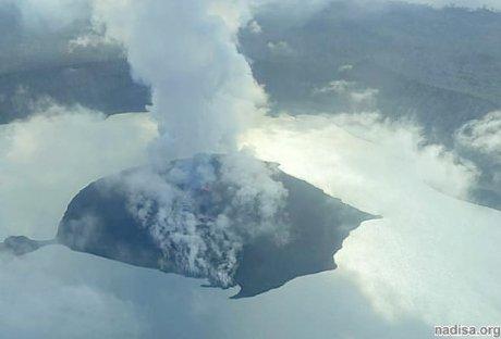 Из-за извержения вулкана в Вануату эвакуируют 11 тыс. человек