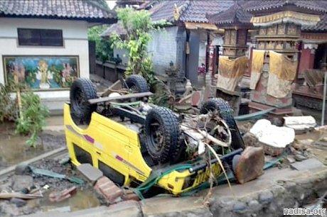 Извержение вулкана Кракатау и цунами в Индонезии: сотни погибших и может быть нарушен климат Земли