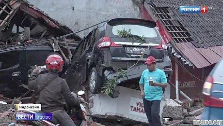 Кипящее море вокруг Кракатау: Индонезия шокирована разрушительным цунами