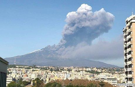 Сицилийский вулкан Этна сохраняет активность