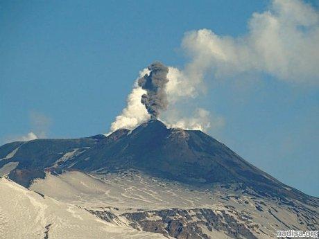 Извержение итальянского вулкана Этна: почти 800 человек эвакуированы