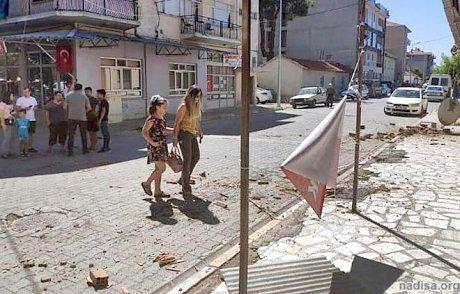 Мощное землетрясение произошло в Турции: ранены около 80 человек