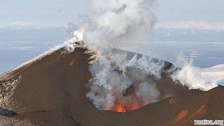 На Курилах вулкан выбросил пепел