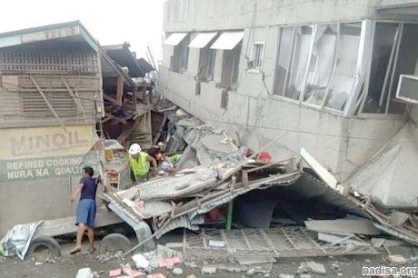 Число жертв мощного землетрясения на Филиппинах увеличилось до 11